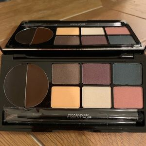 Makeover Essentials contour and eye kits